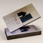 επαγγελματικές κάρτες, Κάρτες DESIGN IN απομίμηση ξύλου, γκοφρέ & τοπικό UV.